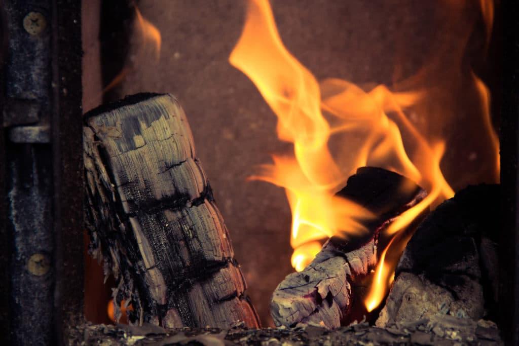 Poêle à bois : à bûches ou à granulés